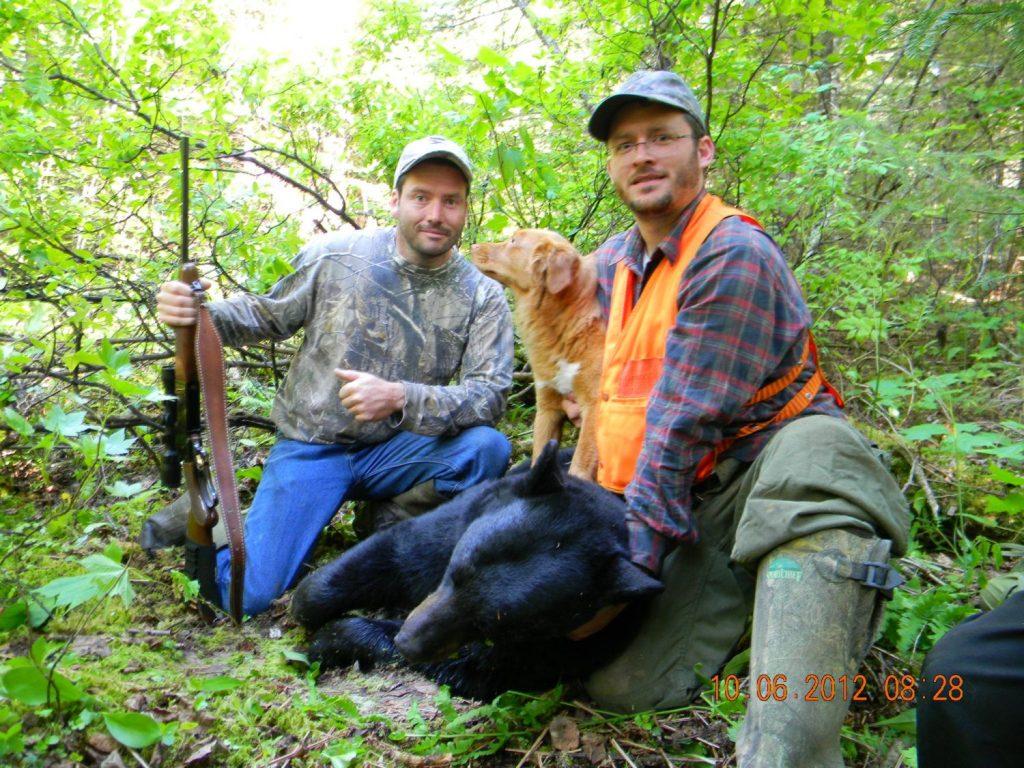 Yanick Charette et son chien Moustique Retrouve Ours du Chasseur