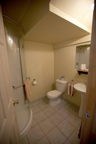 chambre-vip-salle-de-bains-auberge-fer-a-cheval-pourvoirie-laurentides