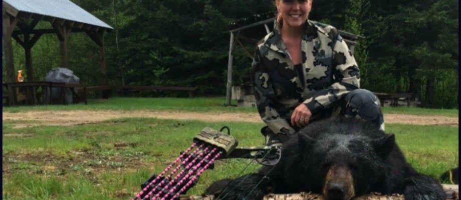 Chasse à l'ours avec un tir parfait à l'arc!