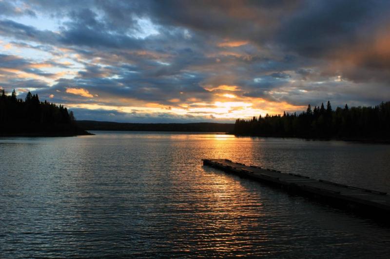 coucher-de-soleil-sur-le-lac-nasigon-pourvoirie-fer-a-cheval