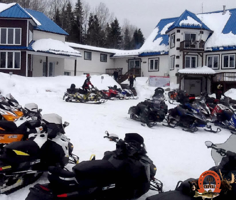 Les motoneigistes envahissent le Fer à Cheval