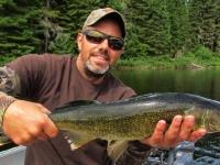 Pêche au doré sur le lac Lajoue dans les Laurentides