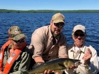 Pêche au doré avec guide Bobby à la pourvoirie du Fer à Cheval