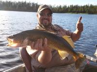 Pêche au doré avec guide à la pourvoirie du Fer à Cheval