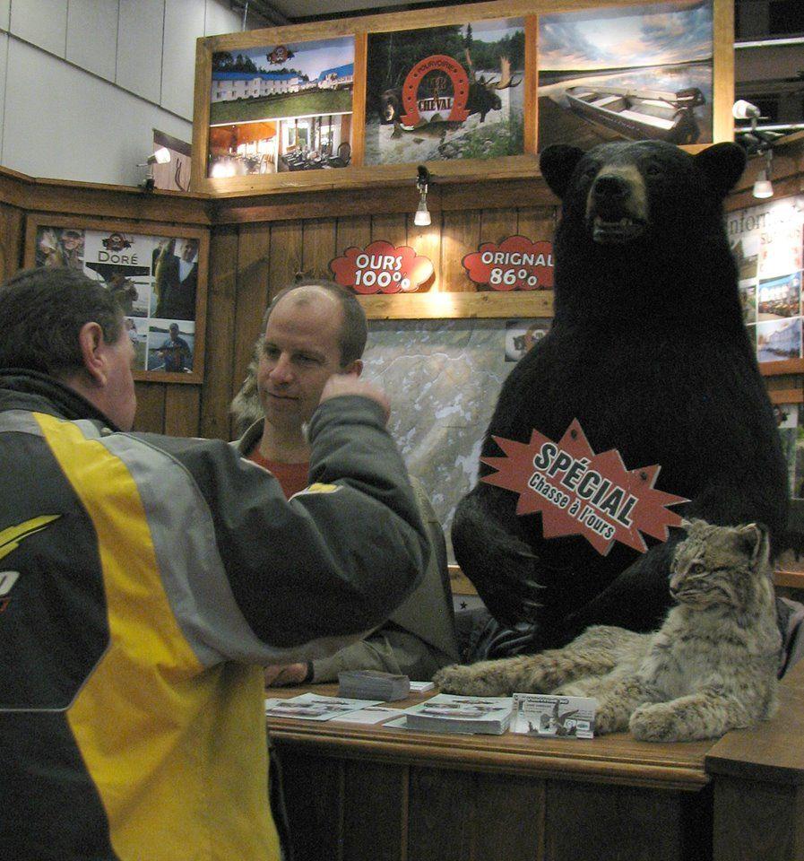 pourvoirie-fer-a-cheval-palais-des-congres-montreal-ours-kiosque