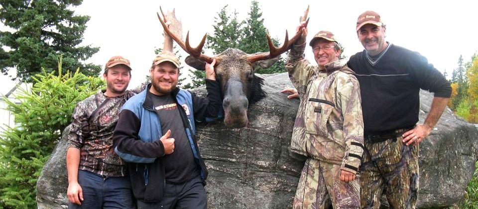 Un beau buck se fait déjouer par le groupe de Yanick