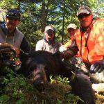 Adam recolte son ours à l'arc