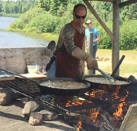 Shore lunch Pourvoirie Fer a Cheval Laurentides