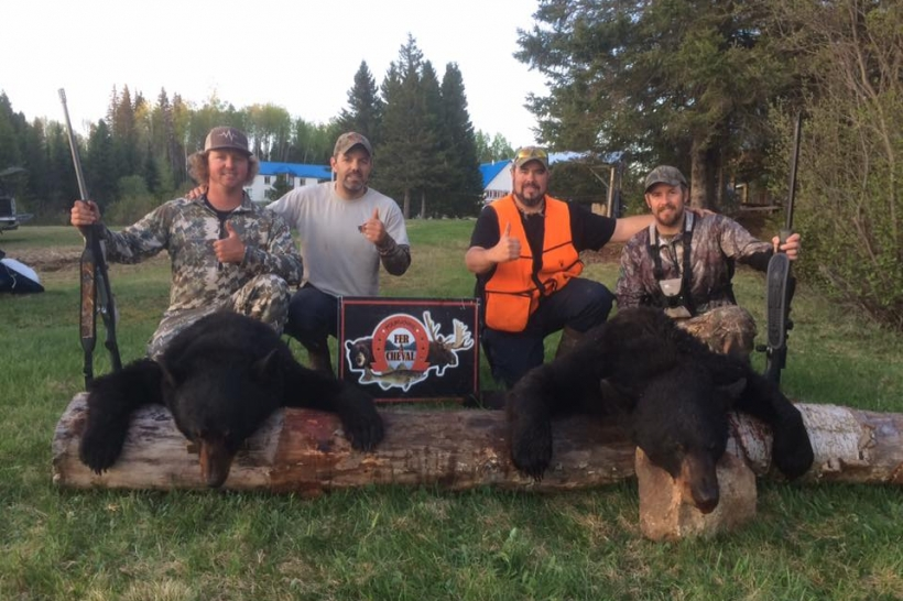 bear_hunting_clay_cluter_outfitter_pourvoirie_fer_a_cheval_bobby_maroi_02