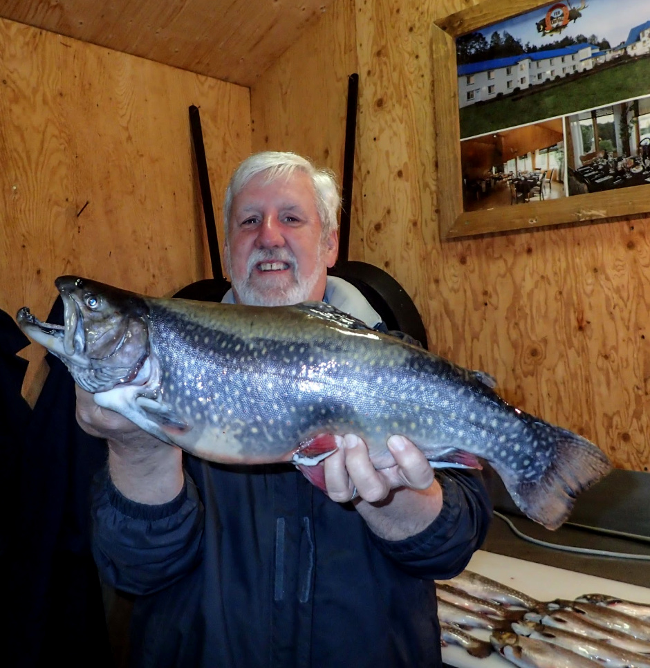 Pêche à la truite sur le lac Duchastel pourvoirie du fer a cheval