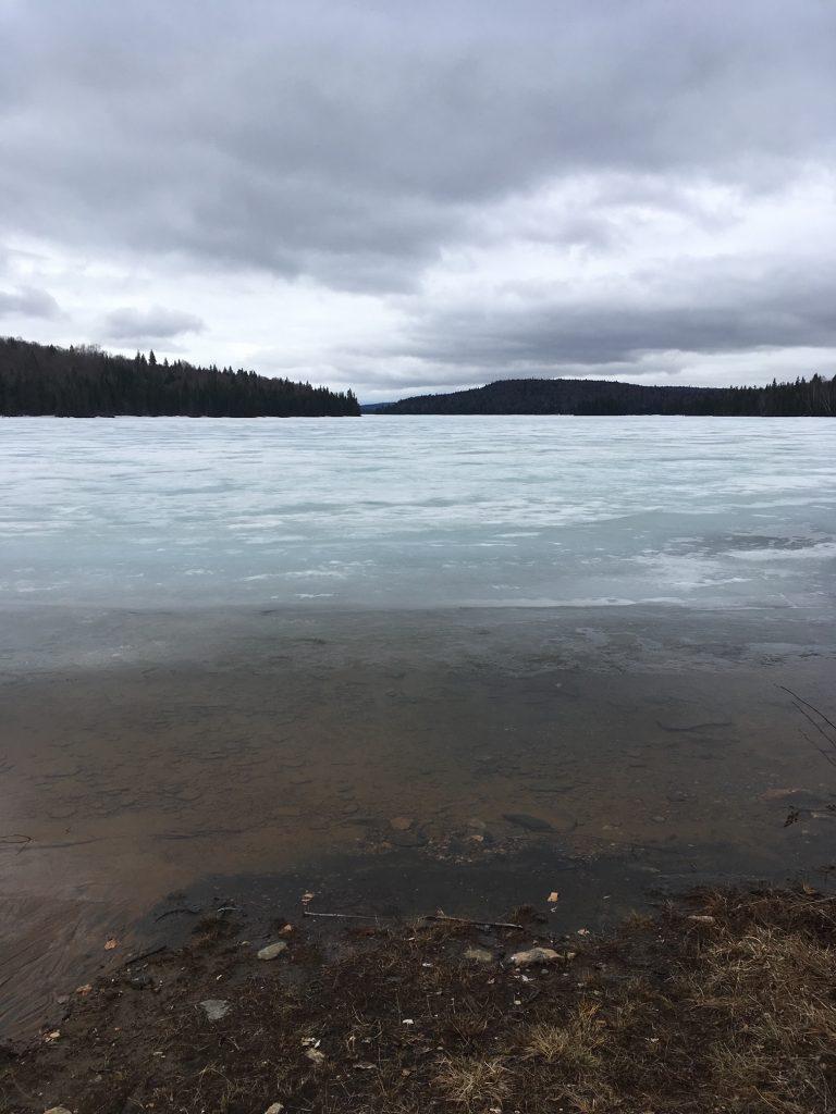 Le lac commence à caler