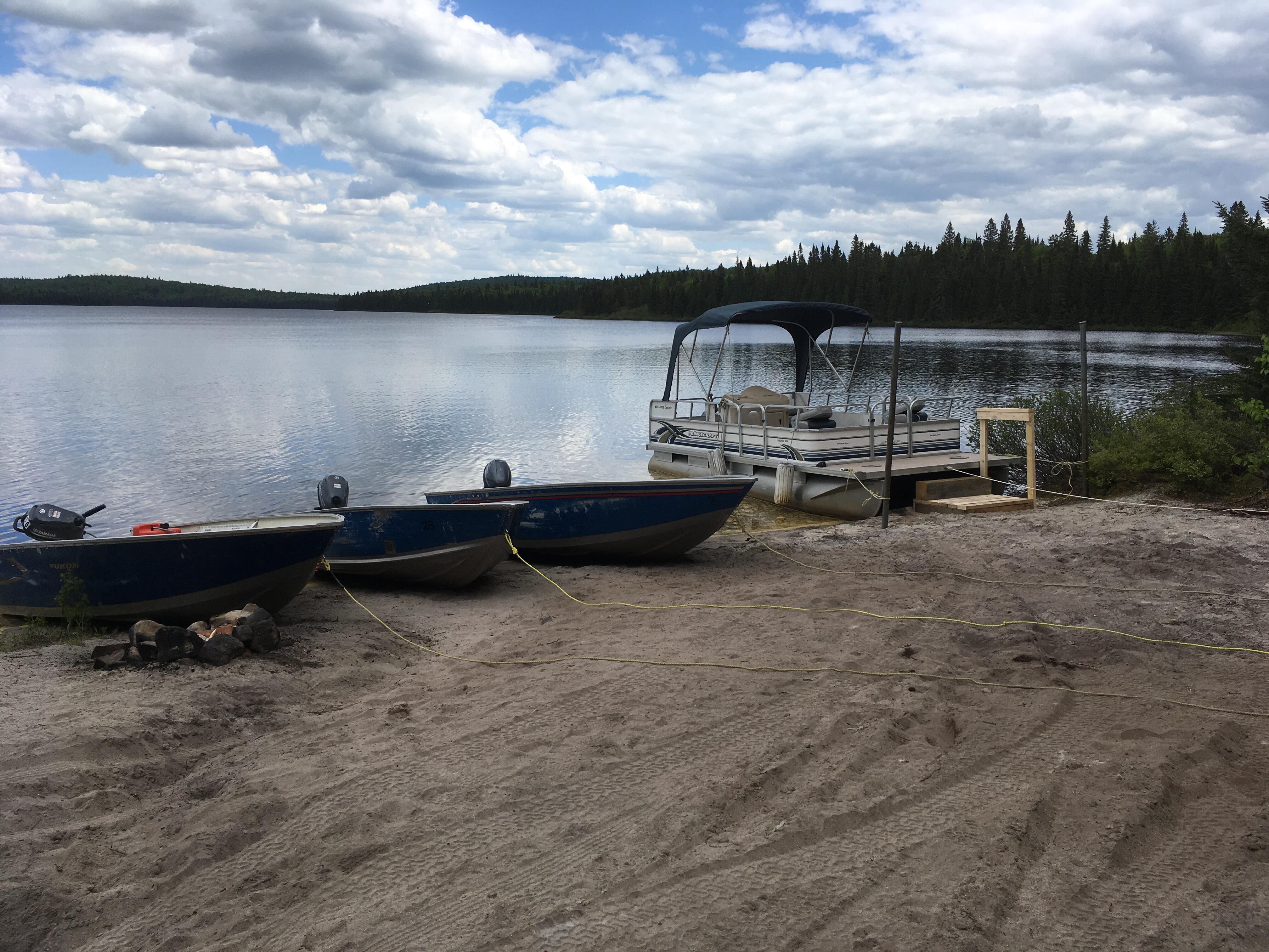 Pêche en ponton sur le lac Lajoue