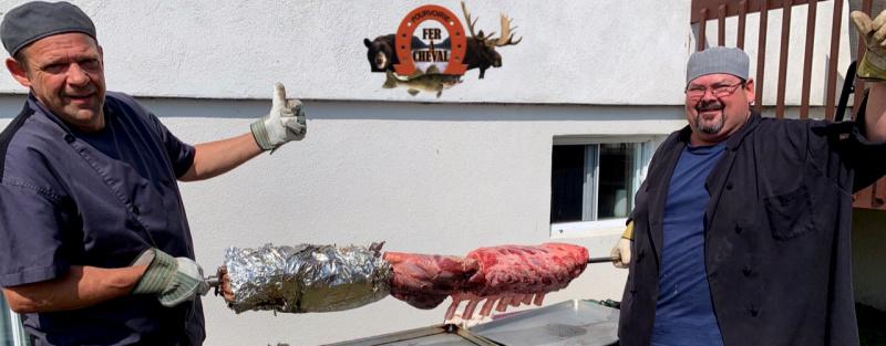 Trio de viandes en méchoui pour un festin en plein air